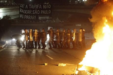 Manifestantes organizam protesto contra aumento de tarifa em SP