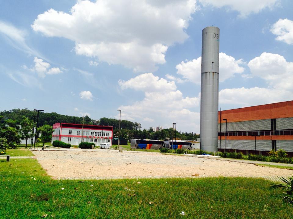 Aqui existia um prédio com espaço estudantil, mas foi derrubado pela direção da EACH em janeiro de 2014.